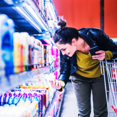 women shopping for grocerys